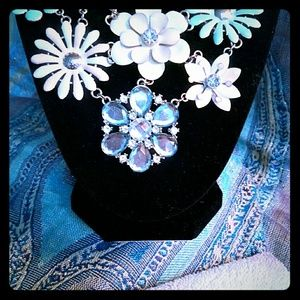 "11"" SPRING STATEMENT NECKLACE"